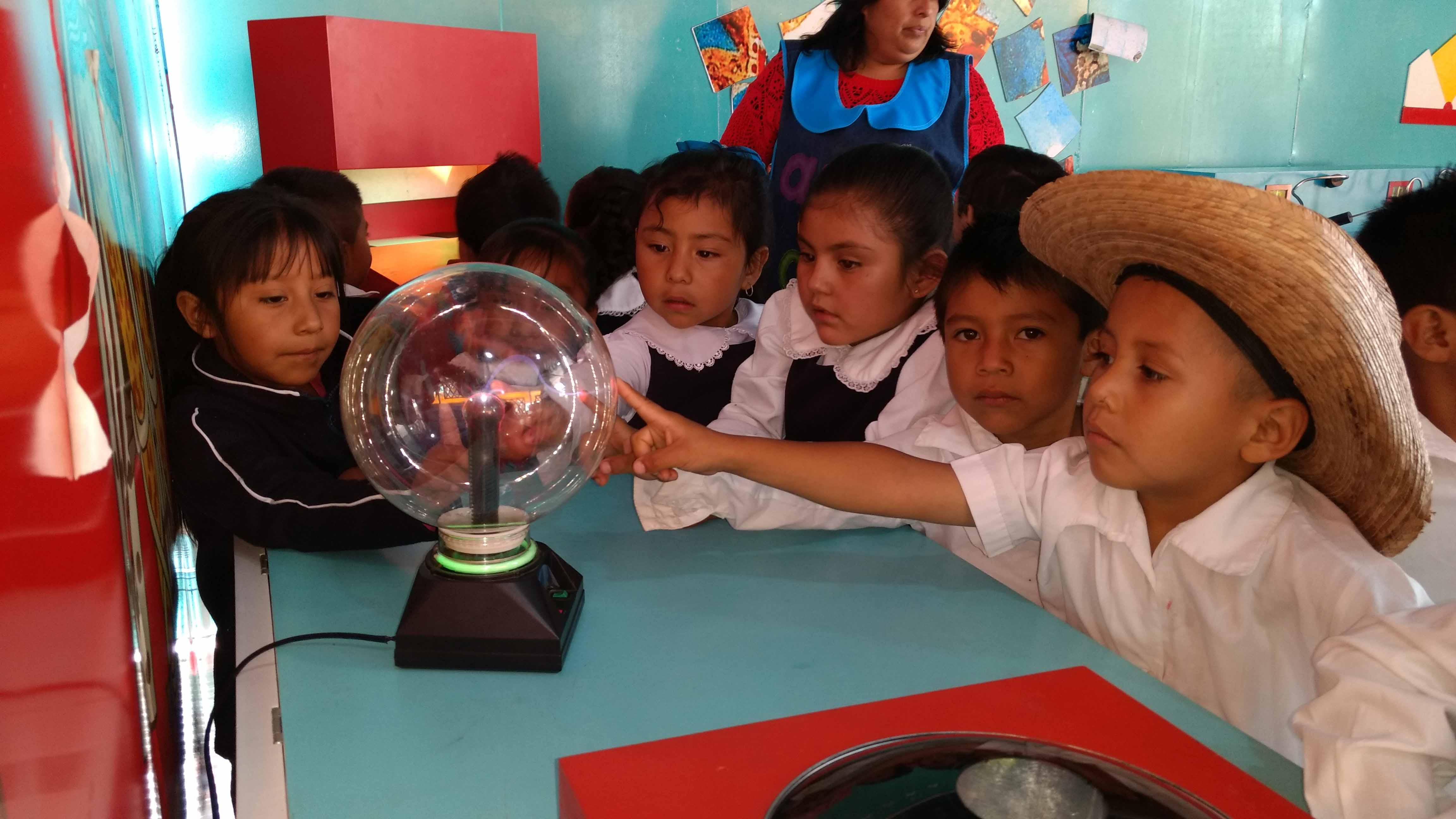 EL TRÁILER DE LA CIENCIA DESPIERTA EL INTERÉS DE NIÑOS Y ADOLESCENTES EN SUS MUNICIPIOS: RECTOR